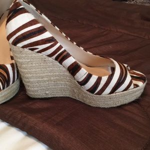 Vince Camuto tiger stripe wedge 8